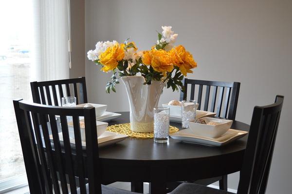 modne krzesła do jadalni